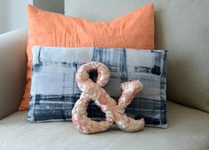 How To: DIY Ampersand Accent Pillow Sewing Tutorial | Curbly (with template)