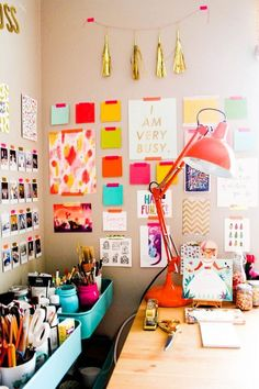 17 Budget-Friendly Ways to Display Your Art - Wall Art / Home Accessories - Home Office Office Workspace, Office Decor, Office Inspo, Organized Office, Office Ideas, Workspace Inspiration, Unique Wall Art, Sweet Home, Inspired Homes