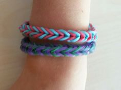 THIS TUTORIAL SHOWS YOU HOW TO MAKE RAINBOW LOOM FISHTAIL BRACELETS BY HAND - EASY