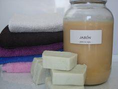 Aprende a preparar tu propio jabón casero para lavar tu ropa de forma natural. ¡Apunta!