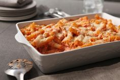 Discover the appeal of a delicious Baked Ziti. Your family will love this three-cheese comfort food. Have Baked Ziti ready for the oven in just 10 minutes! Ziti Pasta Recipe, Best Baked Ziti Recipe, Easy Baked Ziti, Penne Recipes, Cooking Recipes, Penne Pasta, Pasta Noodles, Pasta Bake, Tortellini
