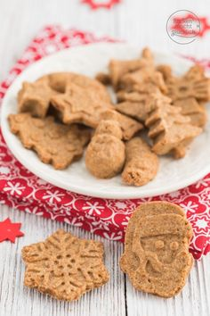 Gesunde Dinkel-Butterplätzchen für Weihnachten. Die Vollkorn Weihnachtskekse sind lecker, vollwertig und clean. Ideal für Kleinkinder und Ernährungsbewusste.