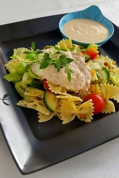 Pastasallad med tonfiskröra - ZEINAS KITCHEN Zeina, Dressing Recipe, Curry, Food Porn, Dinner Recipes, Food And Drink, Eggs, Lunch, Meat