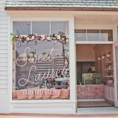 This Pretty-in-Pink Cake Shop Is Sweet Enough to Eat—Step Inside Inside Sweet Laurel's First L. Cake Shop (It's Delicious) Patisserie Design, Patisserie Paris, Bakery Design, Boutique Patisserie, Decoration Patisserie, Cake Shop Design, Schönheitssalon Design, Coffee Shop Design, Design Ideas