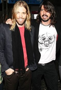 Dave Grohl and Taylor Hawkins of foo fighters, great combo!
