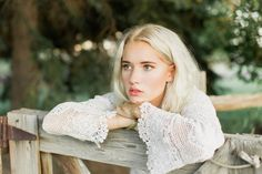 Free People Style Photography. Stephanie Sunderland Photography. Utah Photographer. Cute Fall outfits, Natural makeup and hair. Platinum blonde hair. Natural Poses. Fashion Editorial. Teen Vogue.