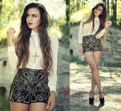 Studded leather shorts, gold tipped collar blouse, and cross necklace. Fashion Story, Love Fashion, Fashion Outfits, Fashion Design, Fashion Trends, Your Style, Style Me, High Wasted Shorts, Fade Styles