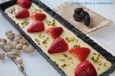 chocolate blanco, oreos y fresas Sweets Recipes, No Bake Desserts, Mexican Food Recipes, Oreos, Sweet Tarts, Pastry Cake, Food Humor, Everyday Food, Love Food