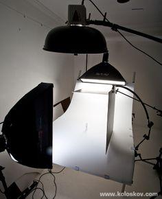 white on shooting table product photography lighting setup