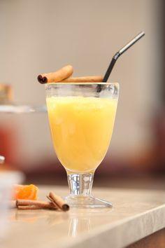 Cocktail Mandarine : Dans un grand verre sur glace, verser :  1/3 de lait de soja vanille,  1/3 d'eau de coco,  1/3 de jus de mandarine.  Remuer et servir avec une paille.