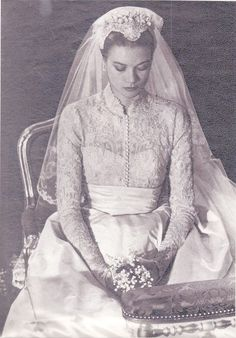 Grace Kelly at her religious wedding ceremony at St. Nicholas Cathedral on April… Grace Kelly at her religious wedding ceremony at St. Nicholas Cathedral on April Grace Kelly Wedding, Grace Kelly Style, Royal Wedding Gowns, Royal Weddings, Wedding Dresses, Andrea Casiraghi, Charlotte Casiraghi, Princesa Grace Kelly, Photo Glamour