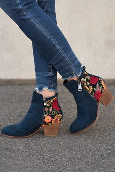 Shoes Ankle boots fashion Trendy booties Embroidered booties Shoe wardrobe Bootie boots - These Trendy Booties Are The Shoes You Need To Add To Your Collection! Sleek and sophisticated these nav - Source by kalyanhans Ankle Boots, Heeled Boots, Bootie Boots, Shoe Boots, Shoes Heels, Jeans Shoes, Shoes Uk, Suede Booties, Cute Shoes Boots