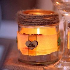Ever wondered why rustic wedding jars have become so popular? What is it about glass wedding jars that makes them so appealing? Well, they work perfectly as part of a rustic wedding centrepiece, either filled with flowers or candles. They are perfect as shabby chic wedding