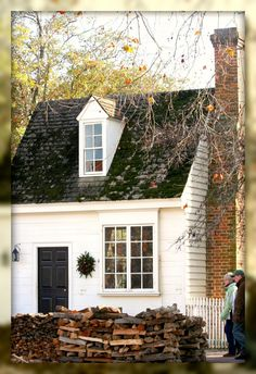What a wonderful small house -- it's actually a shoemaker's shop in Colonial Williamsburg, Virginia
