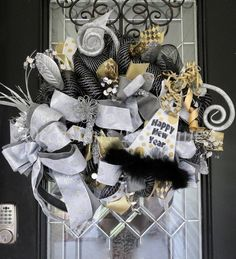 New Year's Wreath New Year's Eve Party Decoration New Years Decorations, Christmas Party Decorations, Holiday Decorating, Decorating Your Home, Decorating Ideas, Decor Ideas, Wreaths For Front Door, Door Wreaths, New Year's Eve Crafts