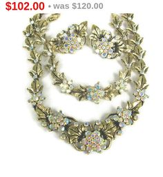 Offered to you by The Fashion Den is this elegant #vintage crystal necklace, earrings and bracelet set in gold plated metal. This is a fantastic set in very good condition, ... #jewelry #etsygift #sale #thefashionden