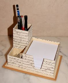 Cardboard furniture is a very eco-friendly idea: it's recyclable, it's space-saving because you can pack it and hide. Cardboard Organizer, Cardboard Box Crafts, Cardboard Furniture, Paper Crafts, Diy Storage Boxes, Desk Organization Diy, Craft Storage, Post It Holder, Pot A Crayon