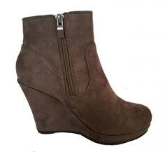 Je viens de mettre en vente cet article  : Bottines & low boots à compensés Marque Inconnue 35,00 € http://www.videdressing.com/bottines-low-boots-compensees/marque-inconnue/p-5565902.html?utm_source=pinterest&utm_medium=pinterest_share&utm_campaign=FR_Femme_Chaussures_Bottines+%26+low+boots_5565902_pinterest_share