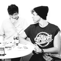 "Cal and Ash ♥ hahaaa Ashton's face? He's like ""what's up with him?"" Hahaa"
