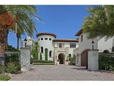 Luxury real estate in Miami Beach FL US - 5727 Pinetree Dr - JamesEdition