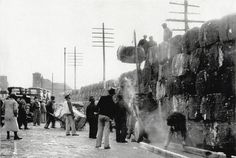 1937 Floods: Making a Levee of Cotton Bales on Front Street, Memphis, Tenn. by ⓑⓘⓡⓒⓗ from memphis, via Flickr
