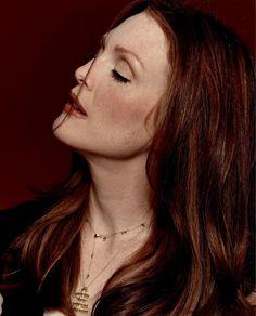 Julianne Moore: love her red.