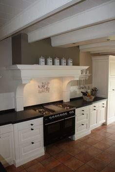 Massief houten keuken - Amstelveen (handgemaakt) Kitchen Interior, Kitchen Inspirations, Beautiful Kitchens, Country Cottage Kitchen, Kitchen Remodel, Kitchen Decor, Boho Kitchen Decor, Home Kitchens, Kitchen Renovation