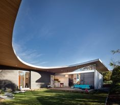 Surfside Projects and architect Lloyd Russell teamed up to design Avocado Acres House in Encinitas, California.