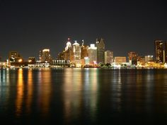 I miss my Detroit Skyline so much. Like, this view! I used to see this all the time. -__- *le sigh*