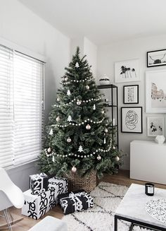 Simple Scandinavian Christmas Tree Decorating Inspiration — Mix & Match Design Company This modern, minimalist Christmas tree is beautiful in its simplicity. Love that it's in a basket Minimal Christmas, Elegant Christmas, Noel Christmas, Modern Christmas, Winter Christmas, Minimalist Christmas Tree, Christmas Tree Simple, Xmas Tree, Frugal Christmas