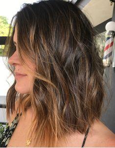 Pinterest: DeborahPraha ♥️ short/medium hair style with honey highlights #haircolor