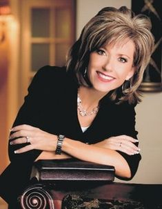 Beth Moore hair I so love her hair! I am so going to have this hair style :) Beth Moore Hair, Medium Shaggy Hairstyles, Medium Hair Styles, Short Hair Styles, Hair Images, Hairstyle Images, Hair Loss Women, Hair 2018, Great Hair