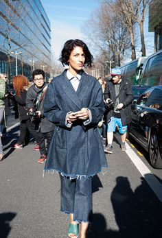 Street style and fashion trends - Photo: www.lelook.eu   YASMIN SEWELL in Paris | BEFORE FW2014 KENZO SHOW      Yasmin Sewell is wearing a total denim look by Marques'Almeida