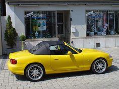 Mazda MX 5 yellow