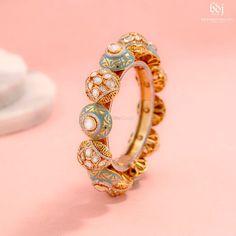 Cuff Jewelry, Hand Jewelry, Wedding Jewelry, Antique Jewellery Designs, Gold Jewellery Design, Kundan Bangles, Gold Bangles, Jewelry Collection, Fashion Jewelry
