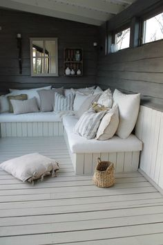 25 Cool DIY Outdoor Sofa Ideas to Enjoy Your Relax Moment Outside The House - Pinses Home & Garden Inspiration Outdoor Sofa, Outdoor Seating, Outdoor Rooms, Outdoor Living, Outdoor Lounge Furniture, Summer House Interiors, Summer House Furniture, Summer House Decor, Corner Summer House