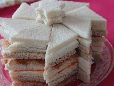 Pain surprise express étoilé • Hellocoton.fr Panini Bread, Panini Sandwiches, Sandwich Cake, Tapenade, Pain Surprise, Xmas Food, Hot Dog, Bagel, Tapas