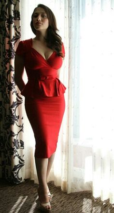Gorgeous actress Kat Dennings shows off her curvy silhouette in this fab #LittleRedDress