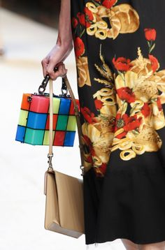 See all the Details photos from Dolce & Gabbana Spring/Summer 2017 Ready-To-Wear now on British Vogue Fashion Week, Fashion 2017, Fashion Show, Dolce And Gabbana 2017, Best Designer Bags, Casual Chic Style, Vogue Paris, Fashion Pictures, Ready To Wear