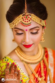 Best bridal makeup tips to suite all skin types and weather. Dulhan makeup in India depends on the culture and it adds versatility in bridal maekup. Simple Jewelry, Cute Jewelry, Wedding Jewelry, Gold Jewelry, Jewelry Model, Dainty Jewelry, Opal Jewelry, Etsy Jewelry, Leather Jewelry