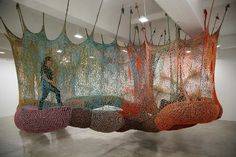 Ernesto Neto Crochet Nets Reminiscent of Horiuchi's Crocheted Playground | Tissu d'ameublement, art textile et papier peint de luxe | Scoop....
