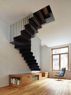 Superbe escalier suspendu en métal par Edouard Brunet et François Martens