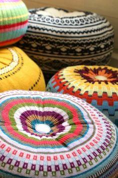pouf tricot, comment faire un pouf en pull over, pouf pour enfant, tissu multicolore
