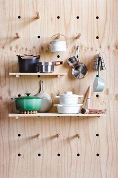 Kitchen organization with DIY plywood pegboard and shelves Handmade Furniture, Modern Furniture, Furniture Design, Furniture Plans, Kids Furniture, Furniture Decor, Plywood Furniture, Garden Furniture, Bedroom Furniture