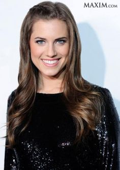 Beautiful hair,makeup and dress Holiday Hairstyles, Great Hairstyles, Most Beautiful Eyes, Gorgeous Women, Allison Williams, Wedding Day Makeup, Portrait Photography Poses, Beauty Hacks, Beauty Tips