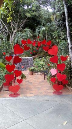 Easiest ways to make heart decoration ideas on val - San Valentino Idee Diy Valentine's Day Decorations, Valentines Day Decorations, Wedding Decorations, Valentines Day Party, Valentine Day Crafts, Be My Valentine, Valentine's Day Diy, Event Decor, Paper Flowers