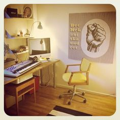 My yellow vintage chair and my 100x100cm Det mekaniska undret print