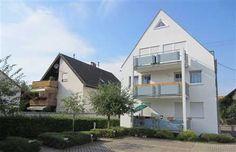 Vermietete Dachgeschosswohnung in Freiburg-Waltershofen: Die ruhige und helle Wohnung hat einen schönen Grundriss und befindet sich in einer sehr gepflegten Wohnanlage mit nur 6 Wohneinheiten, sehr ruhig gelegen mit Südausrichtung. Auf jeder Etage sind nur 2 Wohnungen. Der Mietvertrag besteht seit 2003. Die jährliche Kaltmiete beläuft sich auf derzeit 4.800 €. Die letzte Mietanpassung fand 2011 statt.