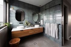 The fabulous australian designer and founder of Studio Black illustrates the best hints to design a luxurious and modern small bathroom Blue Bathroom Interior, Bathroom Inspo, Bathroom Inspiration, Modern Bathroom, Marble Bathrooms, Small Bathrooms, Bathroom Designs, Japanese Bathroom, Bad Inspiration