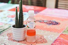 DIY: démaquillant visage naturel à la rose – Cosm'Éthiques Lotion, Jojoba, Diy, Homemade, Table Decorations, Beauty, Castor Oil, Home Made